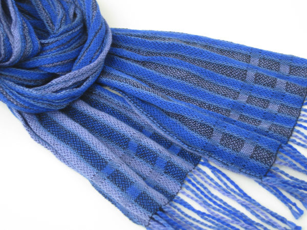 crinkly blue scarf 2