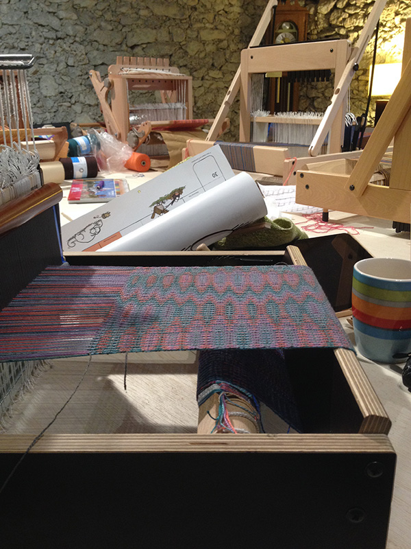 loom at an angle